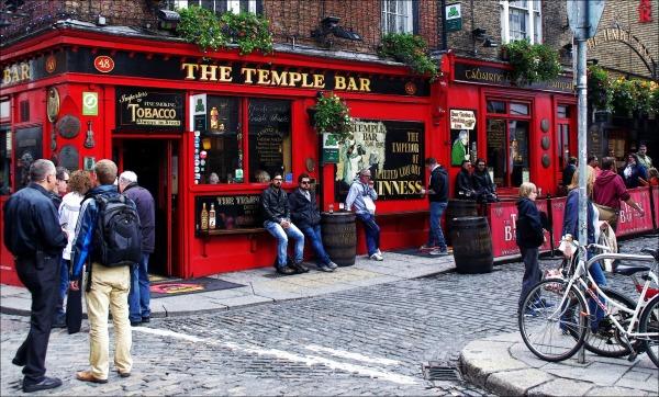 ireland, dublin, temple bar district, pub