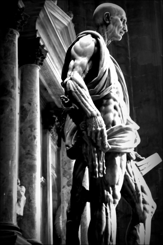 italy, milan, cathedral, statue, bw