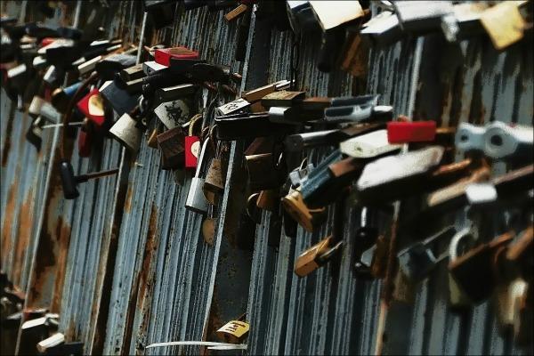 lithuania, vilnius, užupis, love locks