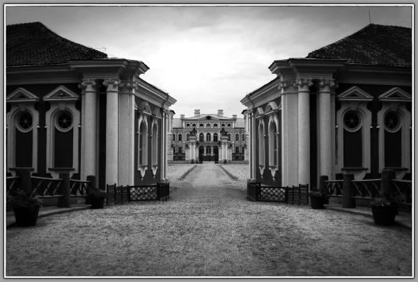 latvia, rundale palace, entrance, bw