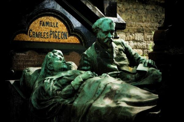 paris, montparnasse, pigeon grave