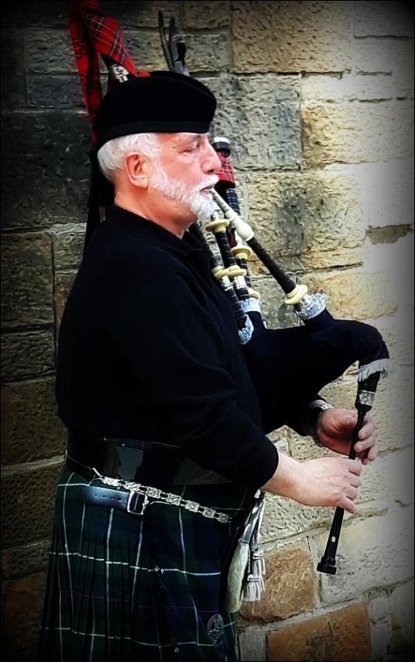 scotland, piper, bagpipe, kilt, tartan