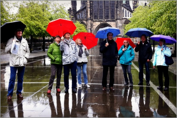 scotland, glasgow, rain, friends, umbrellas