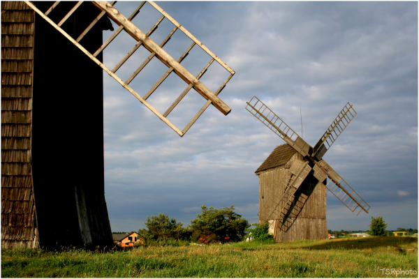 Windmills 1 1/2 (Looking for the proper frame)
