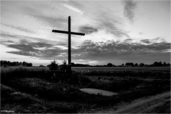 Cross by dirt road
