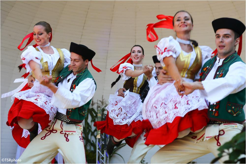 Local dancers 2