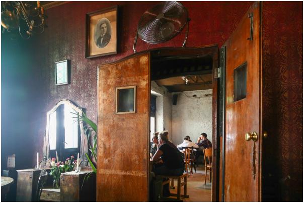Old Restaurant 1/5