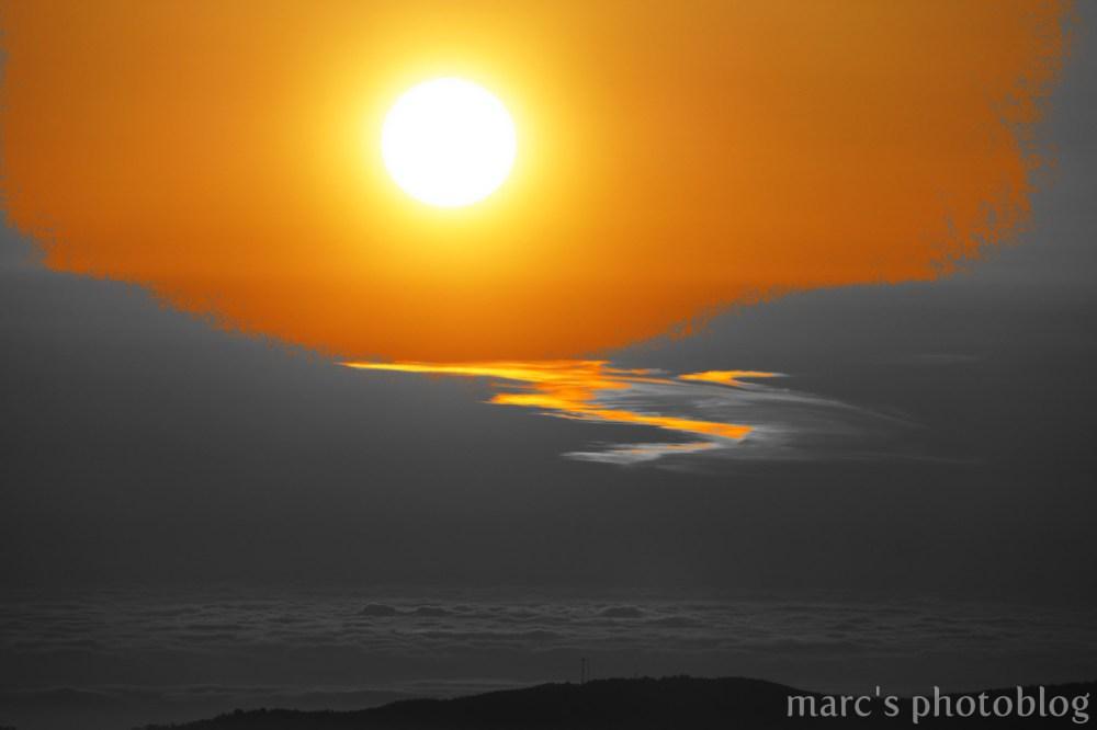 coucher de soleil en noir et jaune