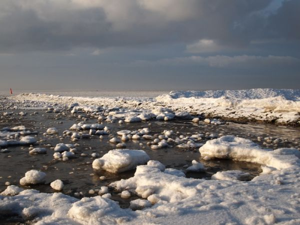 Norderney, beach in winter