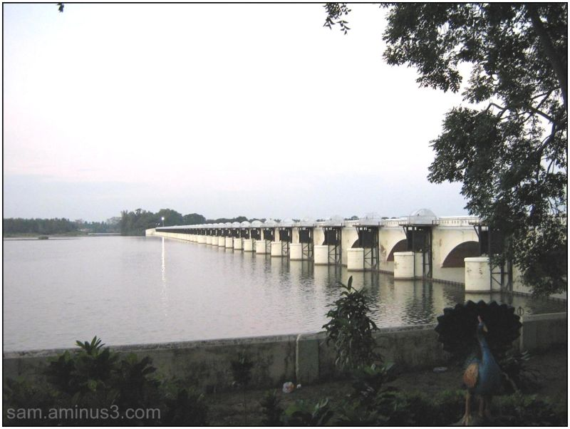 Regulator across river Kaveri at Mukkombu