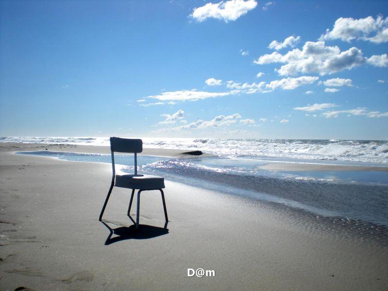 Empty chair horizon