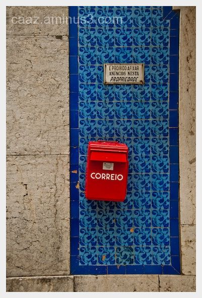 red and blue contrast on the Santarém streets