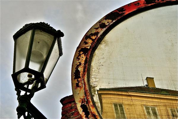 Pragua mirror