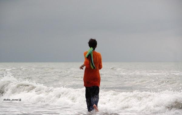 به دریا -