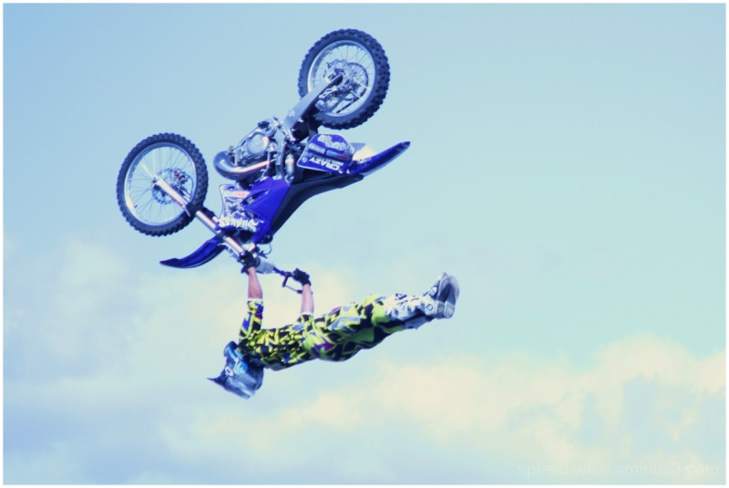 flyin upside down!