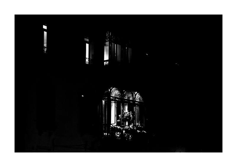 Une fenêtre la nuit