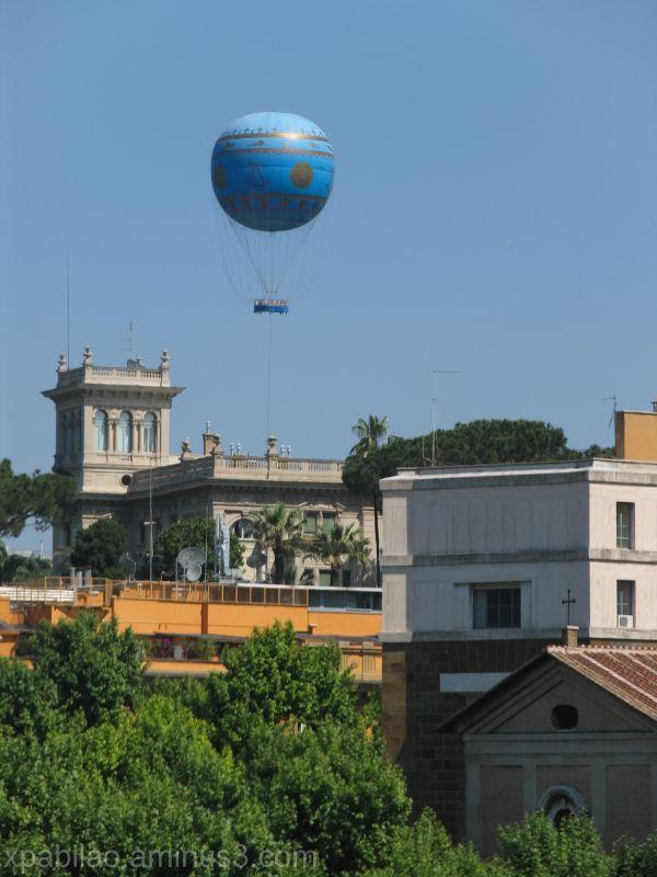Balloon over Roma
