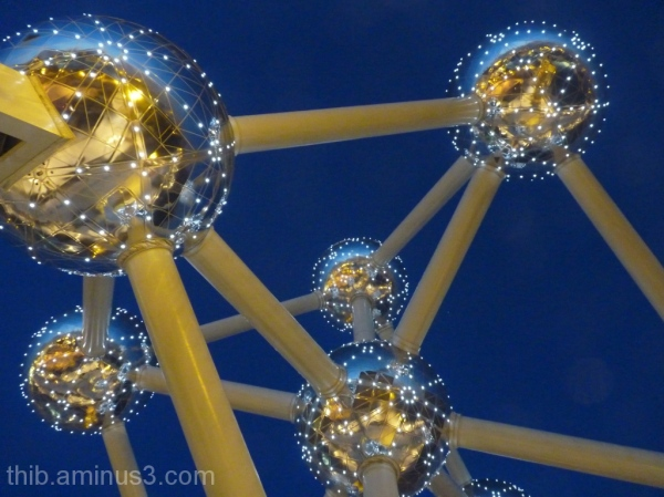 atomium of Bruxelles in winter