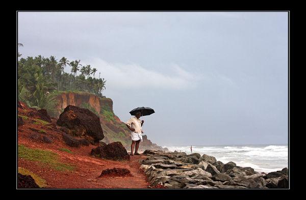 Un parapluie sous la mousson
