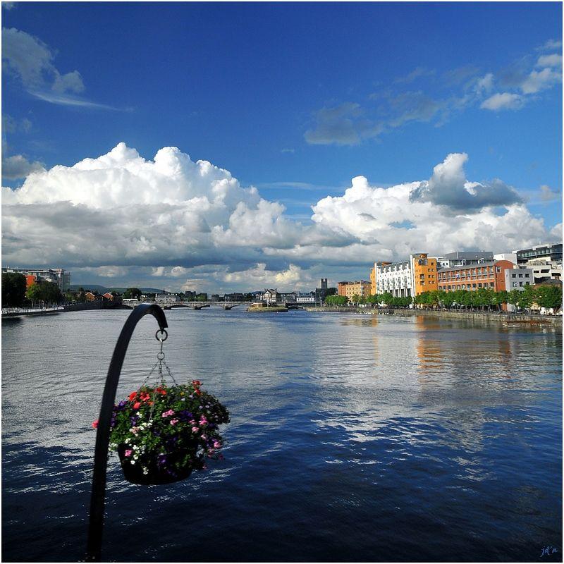 Une vue de Limerick d'un pont.