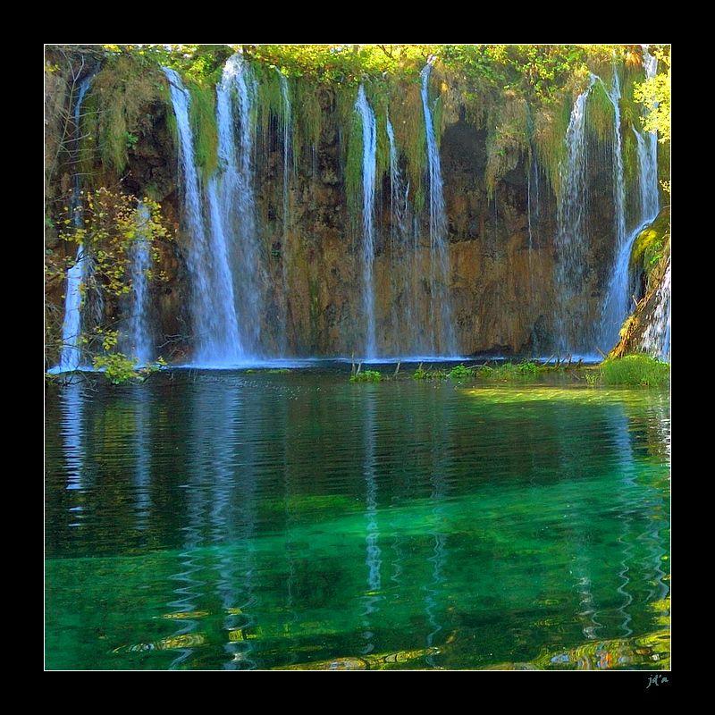 Des cascades dans le parc naturel de Plitvice