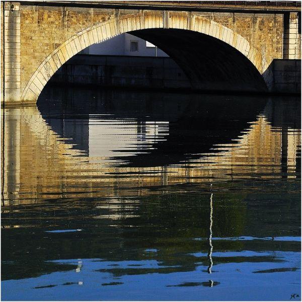 Une arche de pont en pierre