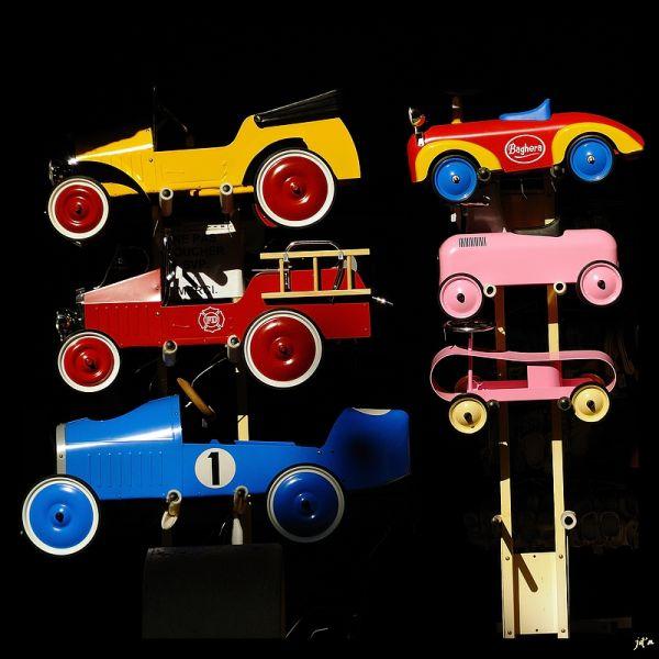 Des petites voitures jouets en devanture