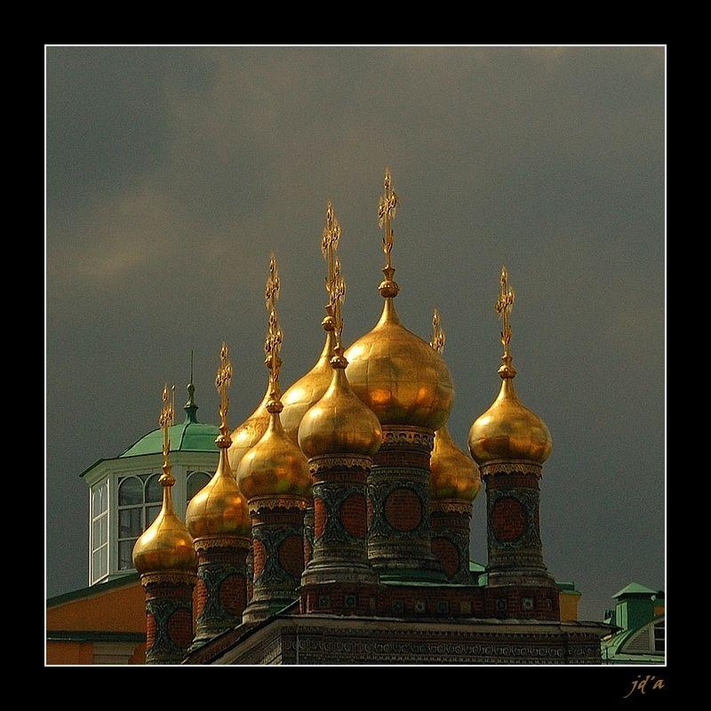 Des bulbes dorés d'une église russe