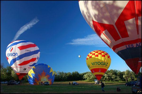 Un envol de montgolfières
