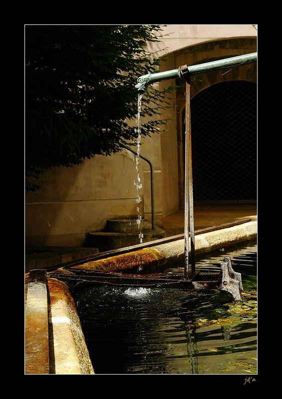 Une fontaine en ville