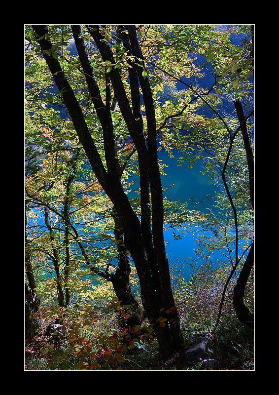 Un sentier de balade dans les lacs
