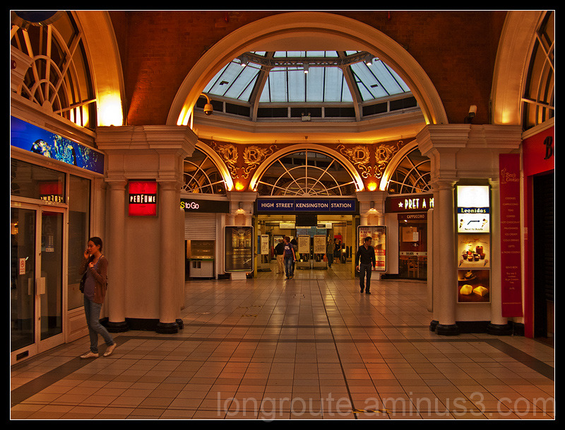 High Street Kensigton Underground Station, Londo