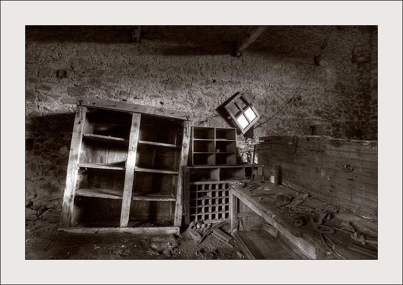 L'intérieur d'une vieille grange, Vendée - France