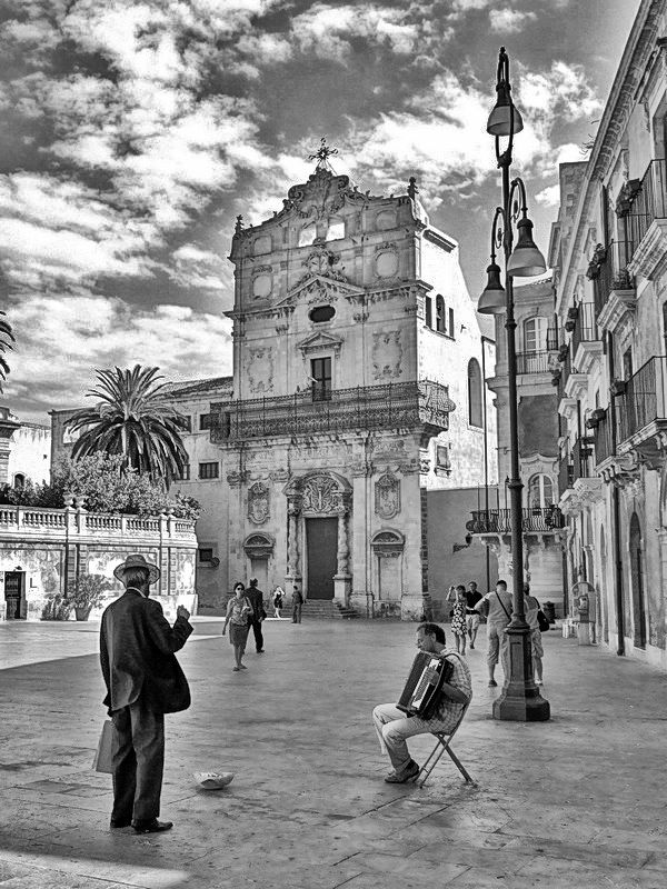 A music player in Siracusa