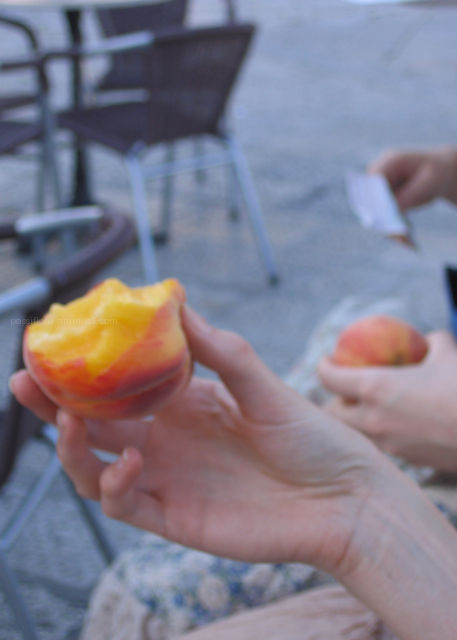 peaches, korcula
