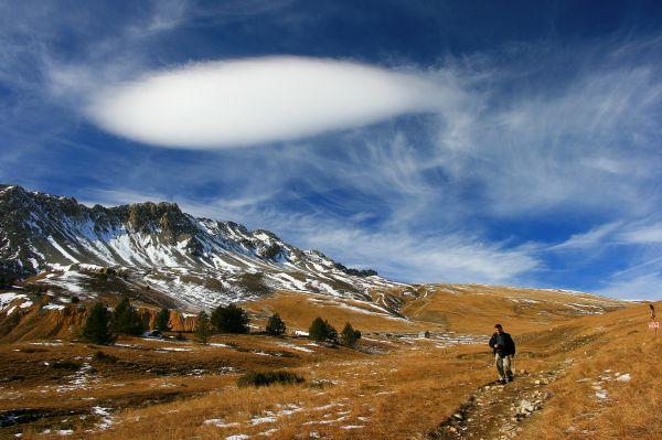PROMENEUR SOLITAIRE AU COL DES THURES