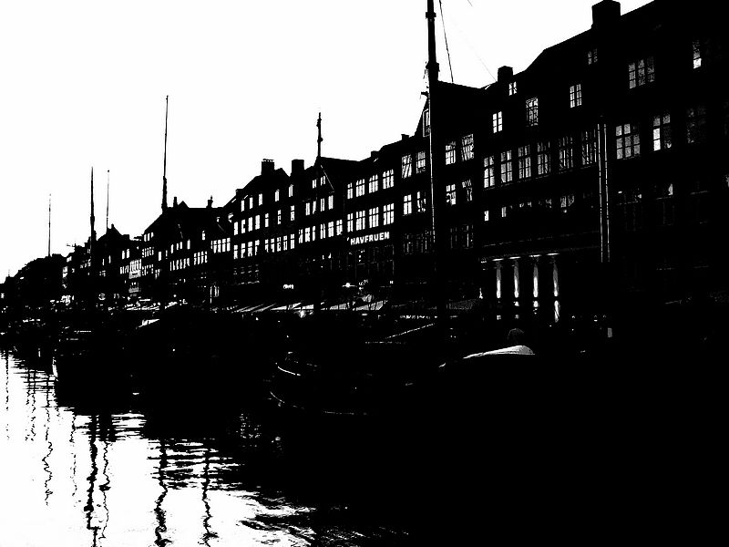 nyhavn in black and white