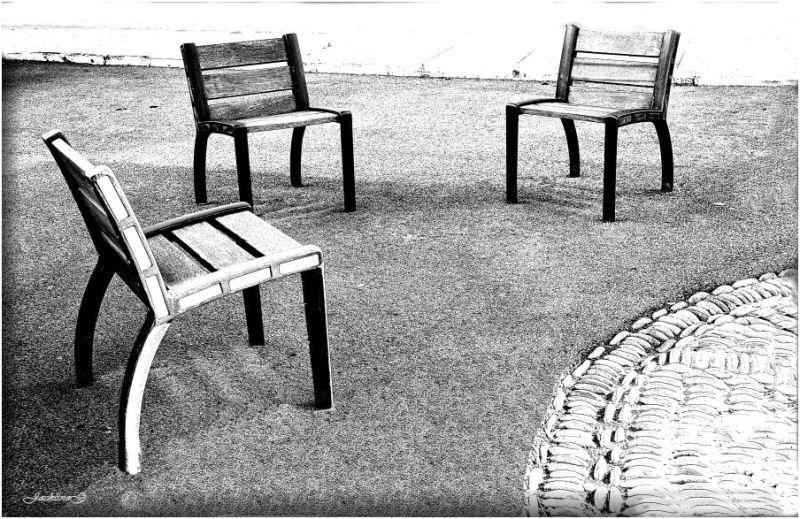 Les trois chaises ...