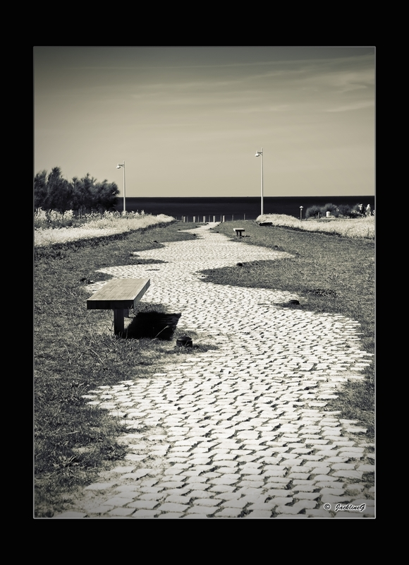 Au bout de l'allée... la plage ...