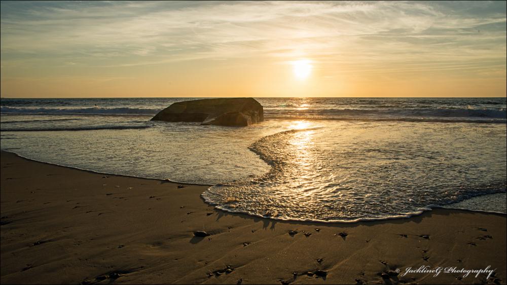 Quand la vague se prélasse au soleil couchant ...