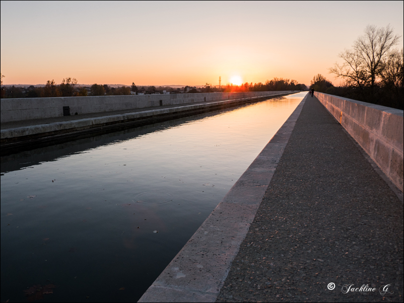 La route du soleil ... le Pont Canal à Agen