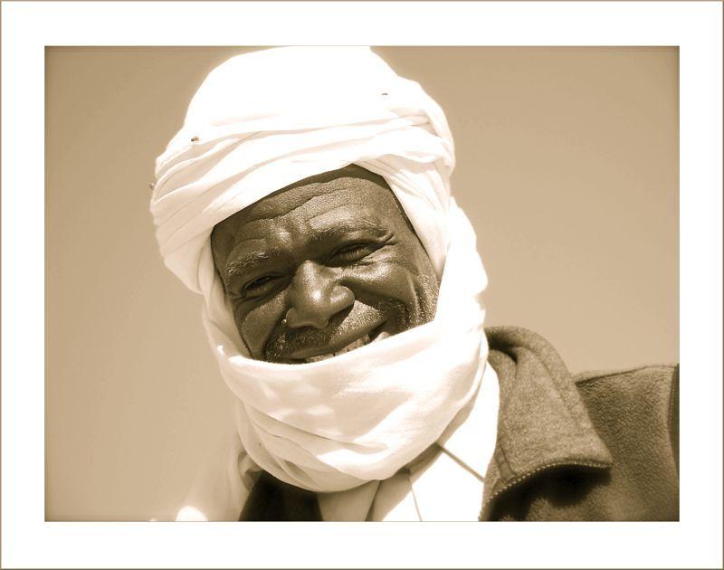 Sourire de Guide au Sahara