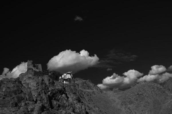 Arrivée des nuages sur la Gompa de Leh