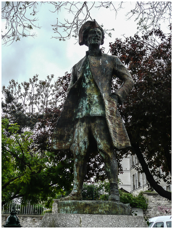 Square Nadar and Chevalier de Barre Statue