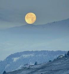 Posé de lune sur la neige