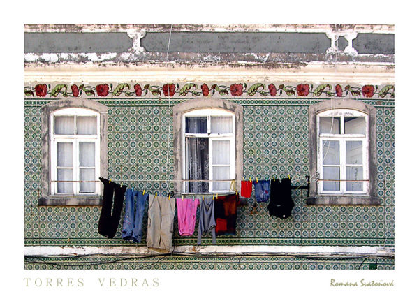 washing line on the azulejos facade