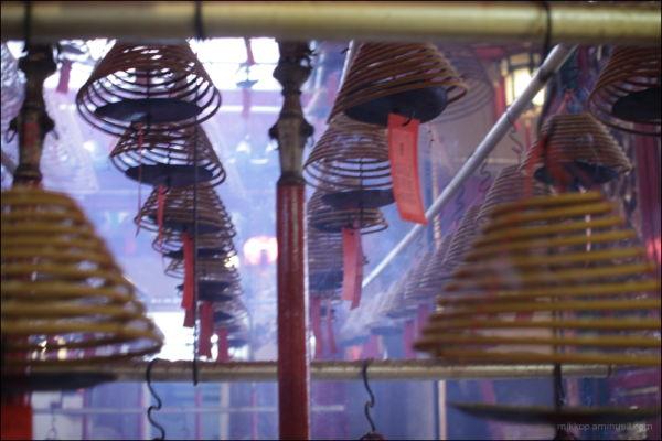 a taoist temple inside
