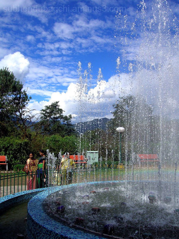 The Fountain And The Tourists