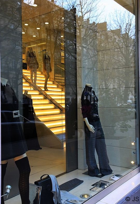 un magasin chic de la rue Montaigne