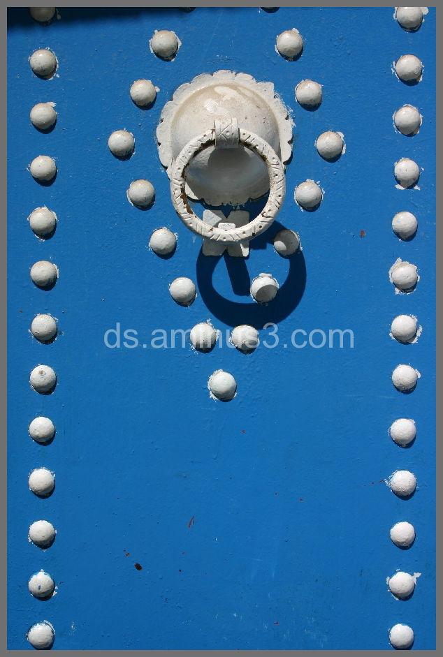 Tunis door blue